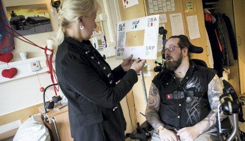 HJERNESLAG: Terje Sørlie Skaug (34) var 28 år og rørlegger og topptrent da han ble rammet av hjerneslag. Nå er han på Døli sykehjem i Nittedal, der mor Veronica Sørlie støtter ham alt hun kan. BEGGE FOTO: LISBETH ANDRESEM