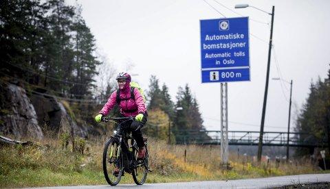 I full fart: Anne Lise Lehne passerer bomringen hver dag, men slipper å betale. Alle foto: Tom Gustavsen