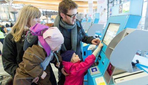 BAKTERIER: Forekomsten av bakterier på en flyplass er klart størst på innsjekkingsautomaten, viser en amerikansk undersøkelse. Foto: OSL/ANB