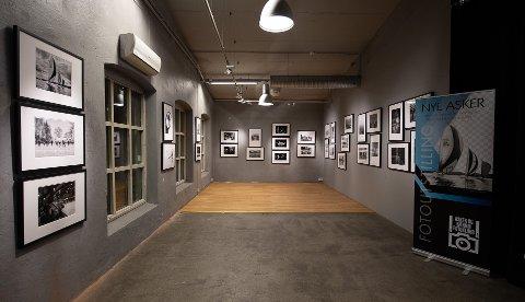 SORT-HVITT: Lørdag åpner den nye fotoutstillingen i Sekkefabrikken.