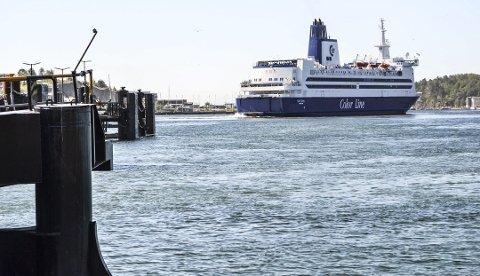 MÆLAND ENDRER KURS: Color Line har truet med å flagge skipene sine ut av Norge dersom de ikke får bedre vilkår.