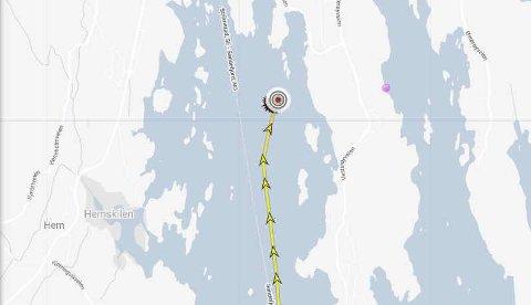 ANKRET OPP: KV «Nornen» har vært ankret opp i Sandefjordsfjorden siden fredag kveld. Skjermbilde: Marinetraffic