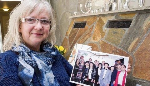 MINNES: Kari Christensen (56) fra Askim har sterke minner fra rednings-aksjonen i 1983. Nå pleier redningsmenn og de reddede vietnameserne jevnlig kontakt.