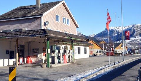 Innehavar av bensinstasjonen i Årdal og Ryfylkebutikken i same lokala, Anne Marie Bergman, legg ned drifta. Eigedomen er lyst ut for sal.