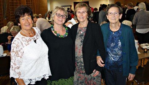 Mange fant sine ektemenn i Halsa under skolegangen. Edna Halle fra Aure (fra venstre), Gjertrud Betten fra Tingvoll, Marit Halse fra Rindal og Magda Løvik fra Vikebukt er fire av de mange som ble boende i Halsa