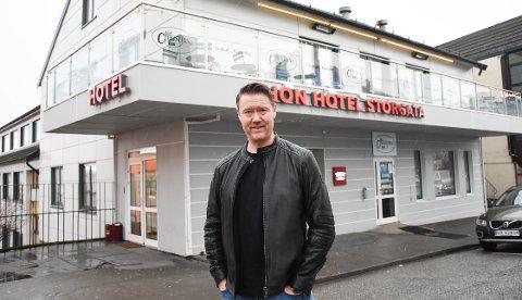 Her - da Thon Hotell Storgata het Hotell Kristiansund på 1990-tallet - drev Arild Dybvik restauranten To Kokker, da han var «ung og fremadstormende».