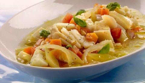 Denne oppskriften har italienske aner, men gryten har gode norske råvarer som klippfisk og rotgrønnsaker. Bytt gjerne ut grønnsakene og urter etter smak og sesong.