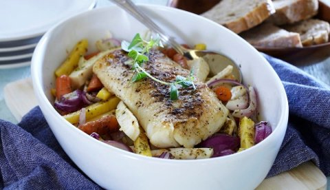 Klippfisk serveres ofte med tomatbasert saus, men det betyr ikke at klippfisk ikke kler andre smaker. Bli inspirert av denne oppskriften hvor pepper setter smaken på fisken.