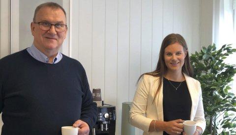 Agder økonomi og regnskap: Helge Kateraas og Andrea Syrtveit har startet regnskapskontor sammen. Kontorene ligger på Tveit, men kundene kan komme fra hele landet. Det meste er digitalt basert nå, men tar du turen til Tveit har de mulighet til å ta i mot kunder der også, selvsagt. Foto: Siri Fossing