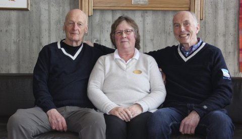 MENINGSFYLT: Harald Larsen (tv), Tordis Rogne og Inge Morisbak har arbeidet på senteret siden starten i 1970. FOTO: Helsesportsenteret