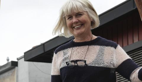 Ikke ring legesenteret: Bjørg Todalshaug i Røros kommunes vaksinegruppe oppfordrer folk sterkt til å ikke ringe legesenteret for vaksinetimer. – De har ikke noe med det. Folk er nødt til å vente til det ligger nye timer i Helseboka, oppfordrer Todalshaug.