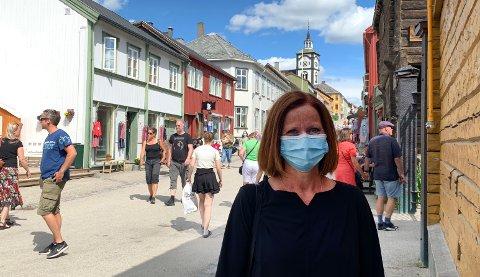 OPPLØFTENDE, MEN: Kommunedirektør Kersti Forbord Jensås er fornøyd med de siste testresultene som er kommet, men ber folk følge kommunens oppfordringer med tanke på smitteforebyggende tiltak.