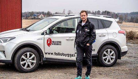 Prosjektleder Martin Hovind i Follo Bygg og Eiendom tilbyr jobb til lokal arbeidskraft når de skal starte bygging på en tomt på Revaugberget i Kroer.