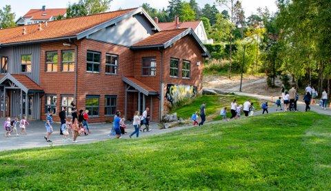 RUSTES OPP: Skolegården til Sjøskogen skole skal rustes opp. Kommunestyret har vedtatt å bruke 3 millioner kr.