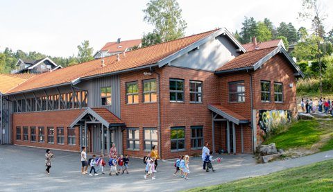 VIL VENTE MED UTVIDELSE: Kommunedirektøren mener at en utvidelse av Sjøskogen skole kan vente.