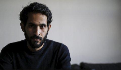 Over streken: Veien fra Damaskus i Syria til en hybel på Krana, har vært lang for Imad Alwahibi (32). Som tegner har han fått minnene ned på papiret. Tegninger som snart skal henge på veggen i kunstparken.foto: stig sandmo