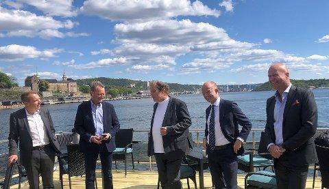 Fra venstre Steffen Syvertsen, konsernsjef i Agder Energi, investor Bjørn Rune Gjelsten, Frederic Hauge i Bellona, adm.dir. i NHO Ole Erik Almlid og adm.dir. Terje Andersen i Morrow Batteries.