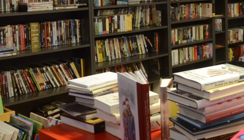 Ingen arrangementer før tidligst april, men det vil likevel være muligheter for lesehungrige øyboere å komme og låne bøker.