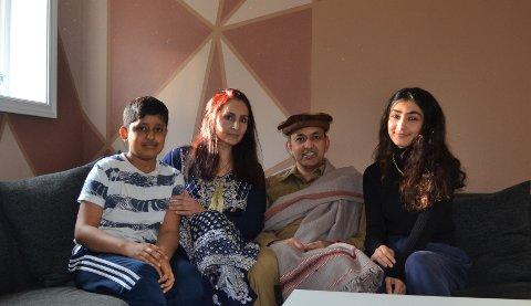 Sajid Mukhtar og familien får en annerledes ID feiring i år. Sønnen Mamoon Mukhtar, kona Rizwana Mukhtar og datteren Manha Sajid Mukhtar, gleder seg likevel.