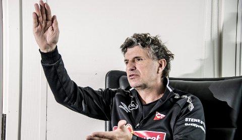 GLEDER SEG: Jan Halvor Halvorsen er offensiv i tankegangen foran seriestarten han har ventet på i over tre måneder. Søndag smeller det på Stadion. Foto: Geir A. Carlsson