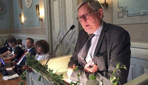 Setterådmann Nils Holm orienterte bystyret om granskingen i møtet torsdag. Hermund Dale karakteriserer det som et alvorstungt fremmlegg.
