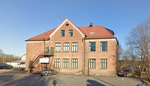 Solgt: Lunde Samfunnshus er solgt til Lundebuen Eiendom som også eier nabobygget med dagligvarebutikken.