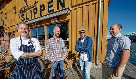 FYRER OPP:  Tobias Gustafsson (Slippen, fra venstre), Sander Grundvig (Cityplan), Claes Brink (St. Raw) og Charles Svensson (Chow Burgers) fotografert da det i 2017 ble kjent at de planla  grillrestauranten Køl. Torsdag fyrer Køl opp i gågata.