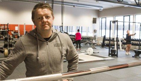 LEI SEG: Espen Halvorsen har forståelse for at det er nødvendig med strenge smitteverntiltak i områder med stort smittepress, men at man ikke skal kunne holde et treningssenter åpent når det er lite smitte er litt vanskeligere å forstå.