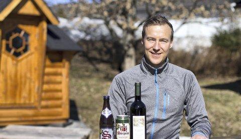GRÜNDER: Tsjekkiske produkter er svært underrepresentert i hyllende til Vinmonopolet. Det har Raymond Lishaugen fra Nord-Odal tenkt å gjøre noe med.BILDER: METTE HAUGLAND