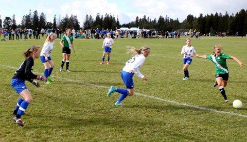 Lom-eventyret i Norway cup endte med tap mot Gjelleråsen i kvartfinalen i A-sluttspillet. En god prestasjon av jentene fra Lom.