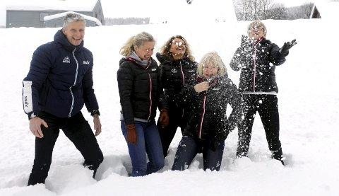 Birken-gjengen er glad for at det nå er gode skiforhold over hele landet. Johan Olaf Thomasgaard t.v.), Randi Bolstad, Ingunn Rønningen       Kleven, Sølvi Amundsen Aas og Christin Svegården. Begge foto: Hans Bjørner Doseth