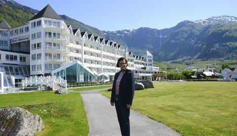 Hotel Ullensvang: Barbara Zanoni Utne viser fram hotellet, og noko av den vakre naturen Lofthus kan by på. Vidare ser ein litt av Edvard Grieg si skrivestove, og ikkje minst