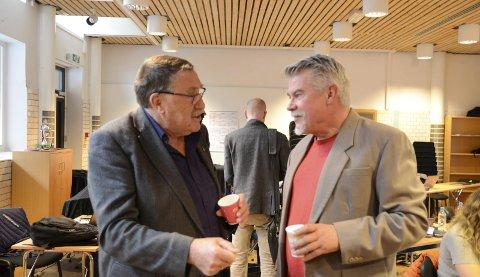 Skal drøfte budsjett: Kåre Grønsnes (SV) og Terje Kollbotn (Raudt), som representerer to av dei fem samarbeidspartia, under eit møte i Ullensvang kommunestyre 21. oktober. arkivfoto: Ernst Olsen