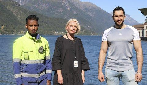 JOBBER I TYSSEDAL: Shakir Adan fra Somalia, Orinta Øyestad fra Litauen og Reis Alkhaled fra Syria.