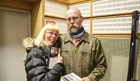 BLE GREPET: Harald Hereide er fra samme plass som Grytten og ble ekstra grepet av det han snakket om. Her sammen med Liss Inger Vassdahl.
