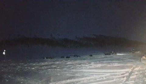 PARKERT: Spannet til Petter Karlsson har lagt seg på Stuorajávri vest for Jotka fjellstue. Skjermdump Finnmarkslkøpets Facebook-side.