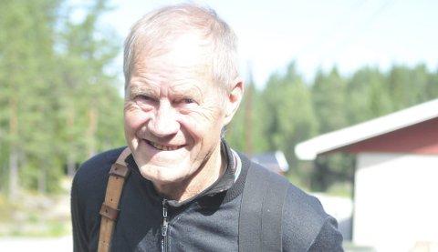 HÅPER PÅ DET 45. STRAKE: John Bjørseth har skutt de 44 siste landsskytterstevnene. Men ryggen har lenge sett ut til å stoppe den ubrutte rekken LS-starter. Nå øyner han imidlertid et håp om å feire sitt lille jubileum i Førde. Foto: Øivind Eriksen