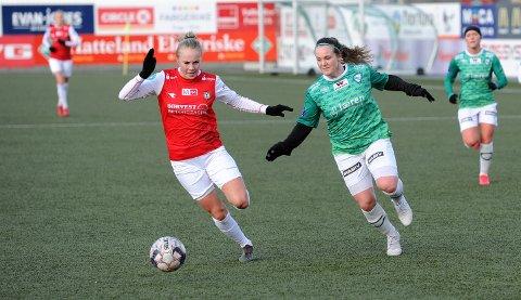 LØPSDUELL: Bryne Vilde Eiken Nilsen (t.v.) og Klepps Hege Hansen.