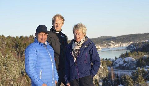 Nytt prosjekt: Utbygger Andrew Howatson (t.v.), Ronny Jørstad og Torunn Bakke fra Aktiv Eiendomsmegling på Solåsen, der det skal bygges 18 nye boliger.
