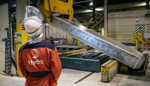 Eit pilotprosjekt ved Hydro Høyanger undersøker no metodar for å resirkulera aluminium direkte i produksjonen av primæraluminium. (Foto: Halvor Molland).