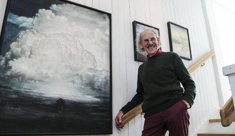 Naiv surrealist: Arne Samuelsen (65) debuterte på Høstutstillingen i 1974, men gruer seg fremdeles litt til utstillingsåpninger. Lørdag kan du se disse bildene og kanskje hilse på Arne selv?