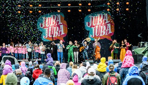 Fra koronafritt år da unge og voksne kunne samles på Festningen for barnefestival.