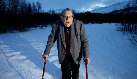Oddmund Henriksen mener det bør settes opp en minnebauta for å hedre de russiske soldatene som mistet livet i Nordreisa under krigen. Foto: Ola Solvang