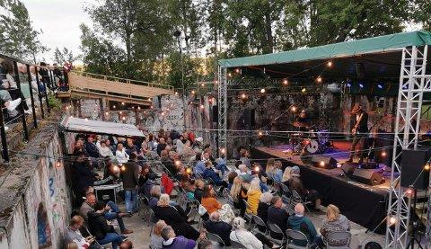 Adam Douglas spilte på Hovdetoppen lørdag 10. juli. På fredag kommer Stein Torleif Bjella.