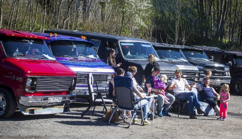 Lykken er en stor bil: for van-entusiastene som var samlet til vårtreff på Tyrigrava på lørdag.