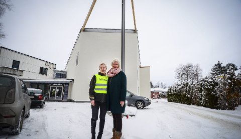GLEDER SEG: Ungdomsarbeider Elisabeth Kvilesjø Berg og pastor Erna Søgaard Ultvedt ser frem til at Misjonskirkens nye storstue i Kråkstad står klar i løpet av høsten 2018. foto: Åsmund A. Løvdal