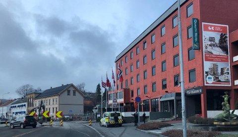TYVERI: Politiet var raskt på plass etter at det ble meldt om tyveri fra et hotellrom på Grand Hotell klokken 13.30 fredag ettermiddag.