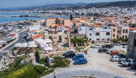 Vi glemmer igjen mye rart når vi er på ferie. Her ser vi den populære feriebyen Rethymnon på Kreta. Foto: Halvard Alvik, NTB scanpix/ANB