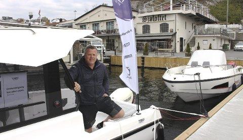 BÅTMESSE: Thomas Aasland er primus motor for Grenland Boatshow Brevik 2019 som arrangeres ved bryggeområdet til Sjøloftet fredag, lørdag og søndag. Det er 8 lokale båtforhandlere i Grenland som har gått sammen om å forsøke å lage en årlig tradisjon med båtmesse i Brevik.