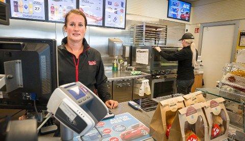 FORVENTNINGER: Therese  Watvedt på Langhus har store forventninger til pizzasalget fremover. - Peppes er et merkenavn alle har et forhold til, mener bensinstasjonseieren.